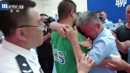 Un homme retrouve son fils 24 ans après son kidnapping
