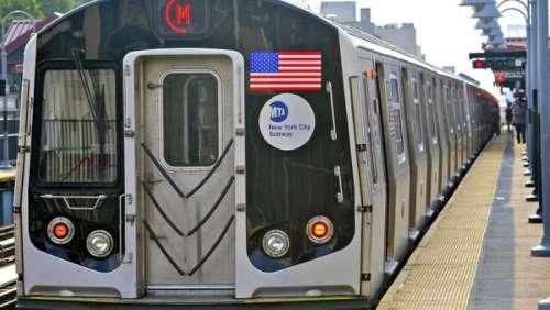 Un homme tombe en fauteuil roulant sur la voie de métro et est sauvé in extremis