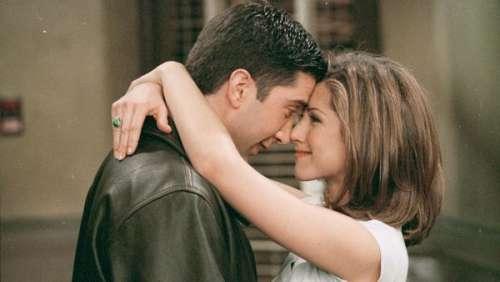 Jennifer Aniston et David Schwimmer en couple ? Les deux acteurs de Friends sont de nouveau très proches !