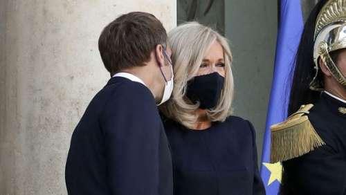 Brigitte Macron chic et assortie à Emmanuel Macron pour leur rentrée à l'Élysée
