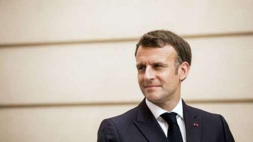 """""""Il regarde son fils comme un OVNI"""" : cette relation """"clinique"""" qu'auraient Emmanuel Macron et son père"""