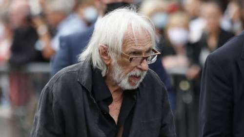 Obsèques de Jean-Paul Belmondo : Pierre Richard, très marqué et aidé de béquilles, fait une rare apparition