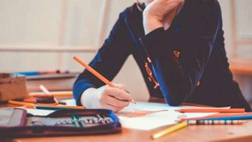 Une directrice d'école jugée pour des actes innommables sur huit enfants