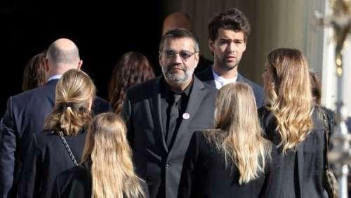 Obsèques de Bernard Tapie : son clan uni dans la douleur pour des adieux émouvants à Marseille
