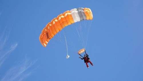 La manœuvre tourne mal ! Un jeune homme de 24 ans se tue en plein saut en parachute