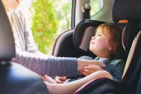 Sécurité : comment bien attacher son enfant en voiture ?