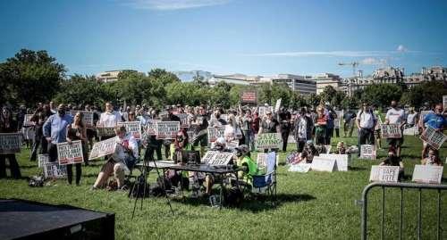 USA : une manifestation pour « sauver » la vape