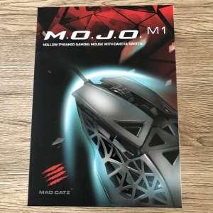 Mad Catz M.O.J.O M1- Une souris ultralégère et toute percée