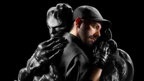 Woodkid explore un «monde au bord du gouffre» dans son nouvel album
