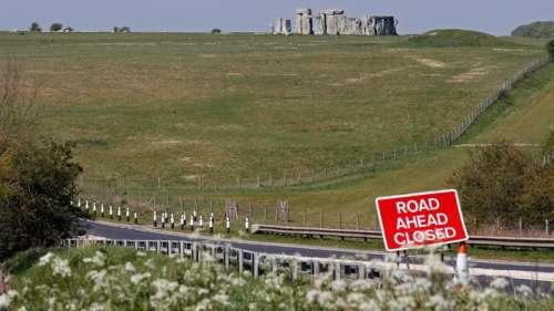 Archéologues, militants et druides manifestent contre le tunnel sur le site de Stonehenge