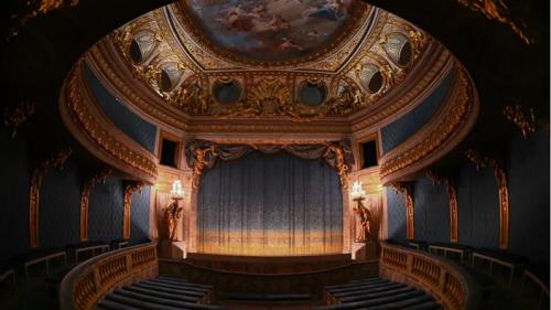 À Versailles, le théâtre de Marie-Antoinette, tout en trompe-l'œil, retrouve des couleurs