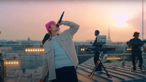 Live from Paris : Justin Bieber offre à ses fans un show virtuel en direct de la Ville lumière