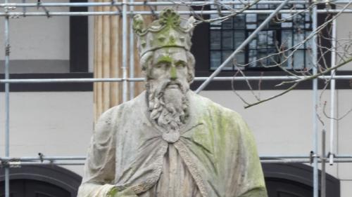 La statue d'Alfred le Grand, roi du Wessex au IXe siècle, serait en fait celle d'une déesse romaine
