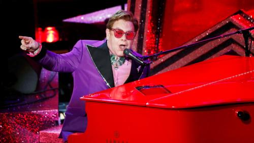 Elton John reporte sa tournée européenne à 2023 pour se faire opérer