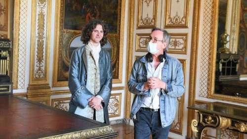 À Chantilly, bal masqué pour la série Voltaire