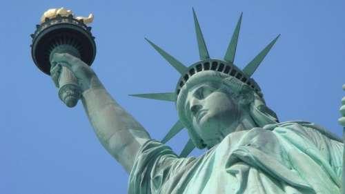 La France envoie une «Mini Lady Liberty» aux États-Unis