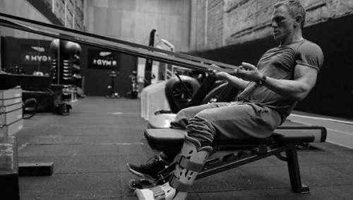 Remis de sa blessure, Daniel Craig s'entraîne dur pour reprendre le tournage de James Bond