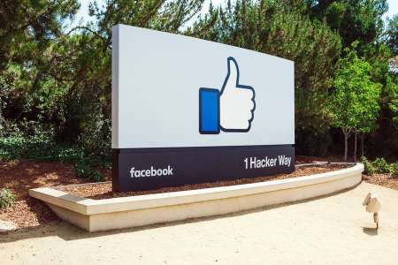Facebook Could Be Developing A Smartwatch With A Detachable Display