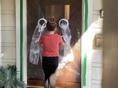 Déconfinement : une fillette de 10 ans invente un «rideau à câlins»