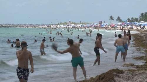 États-Unis: à Miami Beach, la plage est bondée malgré la flambée de cas de coronavirus