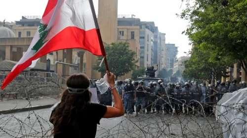 Liban: des protestataires prennent d'assaut le QG de l'Association des banques