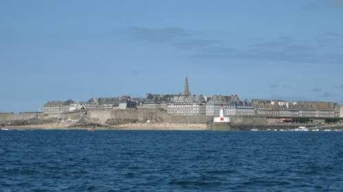 Saint-Malo rend le port du masque obligatoire dans la vieille ville