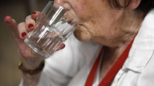 Canicule: pourquoi il est important de ne pas boire trop d'eau
