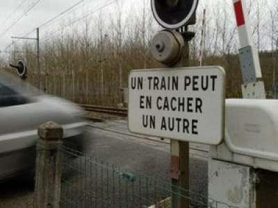 Seine-et-Marne : il percute un train sur un passage à niveau, fait un vol plané et... s'en sort indemne