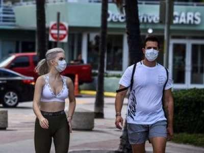Coronavirus : les bons gestes pour porter efficacement un masque