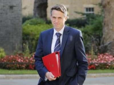 Royaume-Uni : l'annulation des examens tourne à la grogne