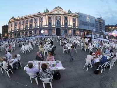 À Toulouse, une plainte contre X bientôt déposée après la tenue d'un cassoulet géant place du Capitole