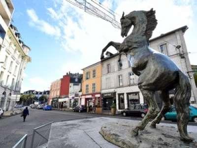 Tarbes : le cheval du Monocle était en réalité un faux !