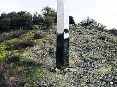 Tarn : un mystérieux monolithe est apparu au sommet de la presqu'île d'Ambialet