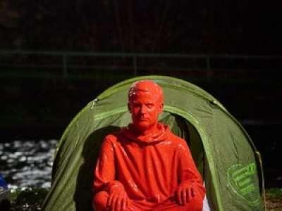 Emmanuel Macron sous les traits d'un sans-abri : la nouvelle œuvre choc de l'artiste toulousain James Colomina
