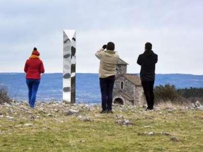 Tarn : le mystérieux monolithe perché sur les hauteurs de Dourgne a encore attiré des curieux