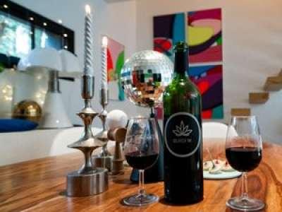 Bordeaux : un producteur lance un vin infusé... au cannabis