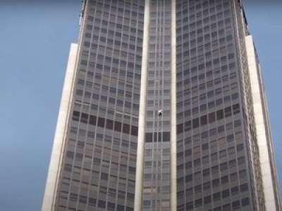 VIDEO. Un jeune de 21 ans escalade la Tour Montparnasse à mains nues