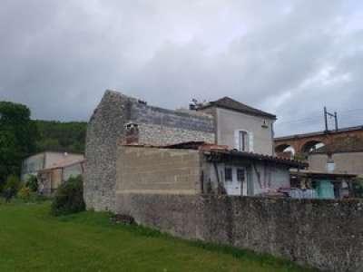 VIDEO. Une tornade s'abat dans le Lot : le toit d'une maison s'envole et atterrit dans le jardin d'à côté