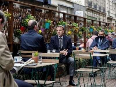 Réouverture des terrasses : Emmanuel Macron et Jean Castex attablés, l'image insolite de ce mercredi