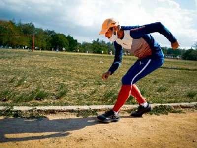 Insolite : un Cubain va courir un marathon en montagne... à reculons