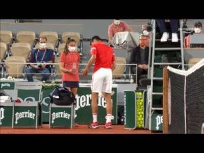 Blagnac :  à Roland-Garros, Lou, 13 ans, aux petits soins pour le n°1 mondial, Novak Djokovic