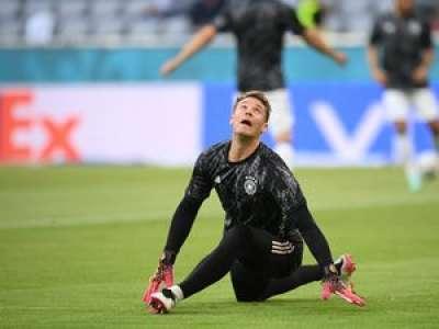 VIDEO. Euro de foot : un activiste de Greenpeace manque de s'écraser en tribune avant France - Allemagne