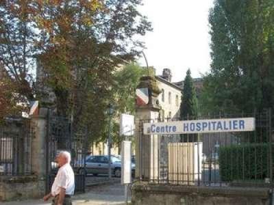 Lot : Une cycliste percute la grille de l'hôpital de Figeac, sa tête reste coincée entre les barreaux