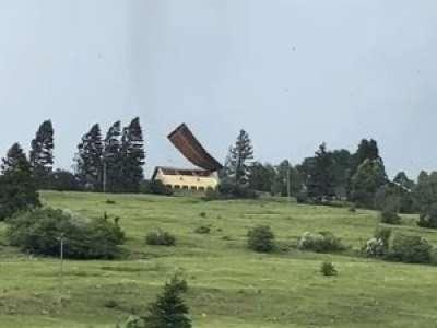 VIDEO. En France, les images impressionnantes de la toiture d'une ferme littéralement arrachée par une tornade