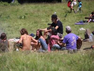 En Ariège, le mouvement hippie Rainbow family s'installe au fin fond du Donezan pendant un mois