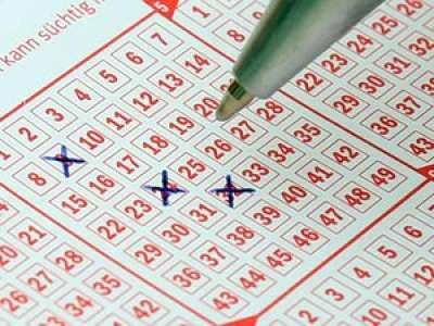Une Américaine achète deux fois le même ticket de loterie et rafle le jackpot de 300 000$