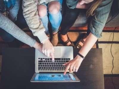 Un Français passe en moyenne 27 ans de sa vie sur Internet, affirme une étude