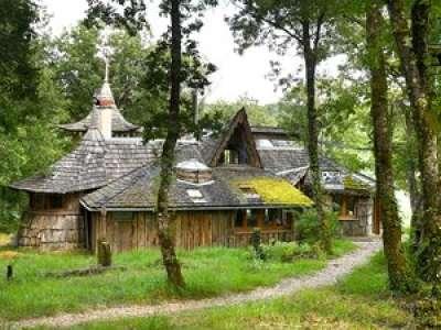 VIDEO. Logements insolites (1/6) : une cabane dans les bois du Tarn comme havre de paix