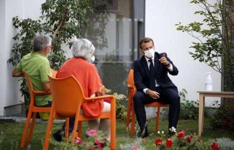 Confinement: Pour «éviter des drames humains», les visites en Ehpad vont continuer, annonce Emmanuel Macron