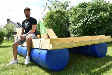 InsoliteDouze jours à bord d'un radeau pour nettoyer la Loire : la nouvelle expédition de Rémi Camus